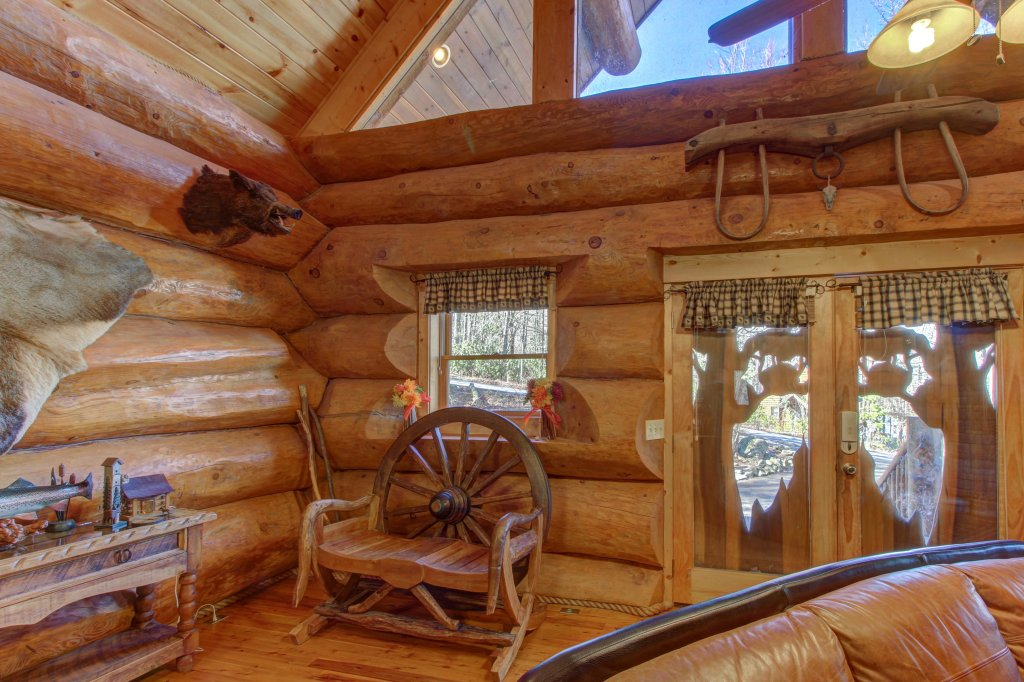 Photo of a Sevierville Cabin named Chief Big Log Cabin - This is the thirty-third photo in the set.