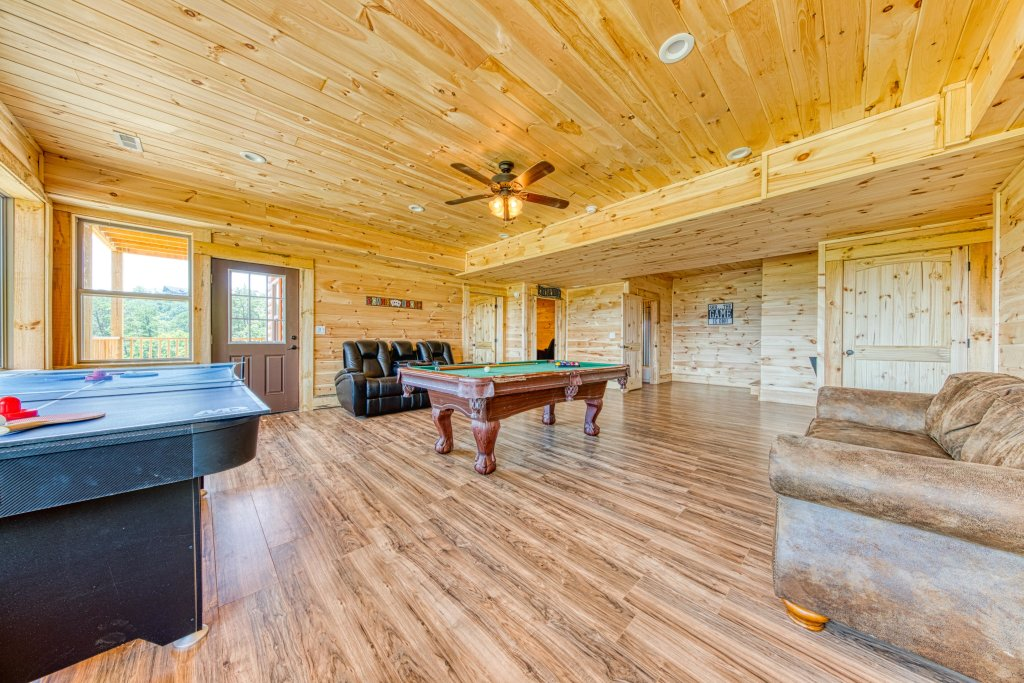 Photo of a Sevierville Cabin named Bearadise - This is the thirty-first photo in the set.