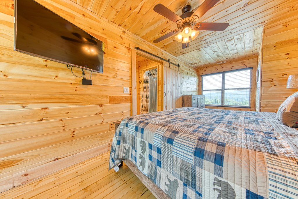 Photo of a Sevierville Cabin named Bearadise - This is the fortieth photo in the set.