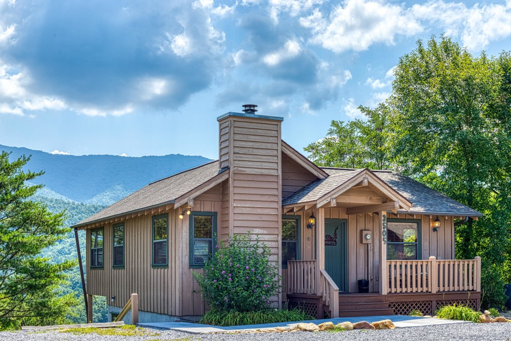 Photo of a Sevierville Cabin named Cove Mountain Retreat Cabin - This is the third photo in the set.