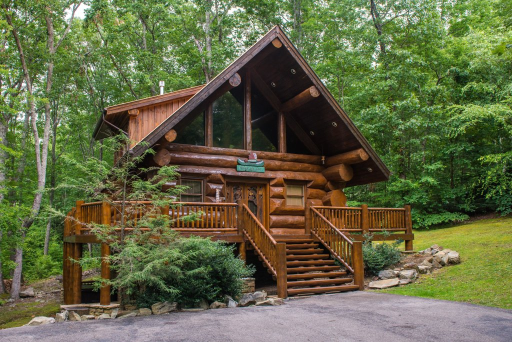 Photo of a Sevierville Cabin named Chief Big Log Cabin - This is the first photo in the set.