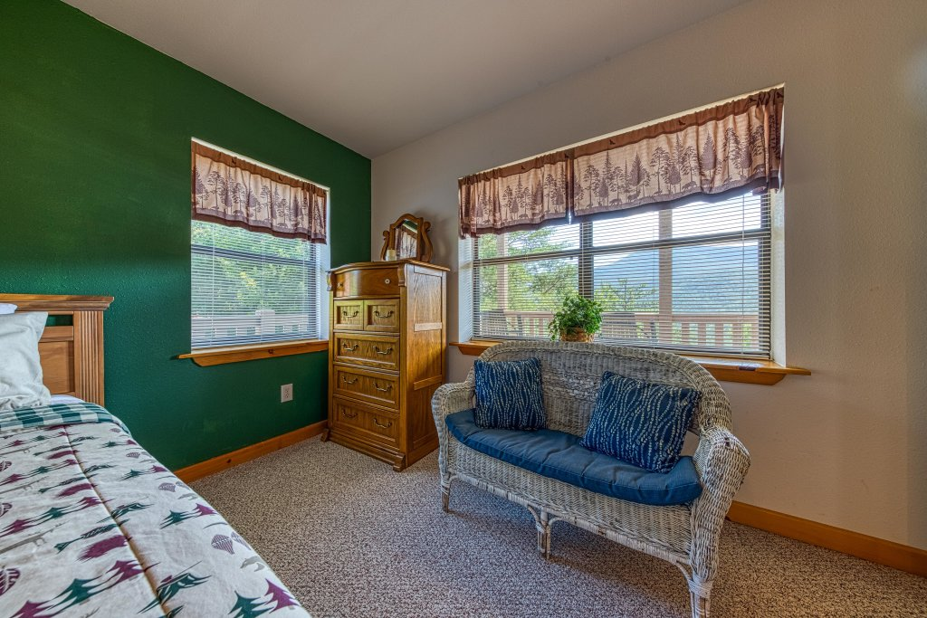 Photo of a Sevierville Cabin named Cove Mountain Retreat Cabin - This is the thirty-second photo in the set.
