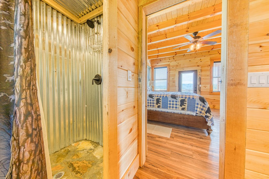 Photo of a Sevierville Cabin named Bearadise - This is the twenty-third photo in the set.