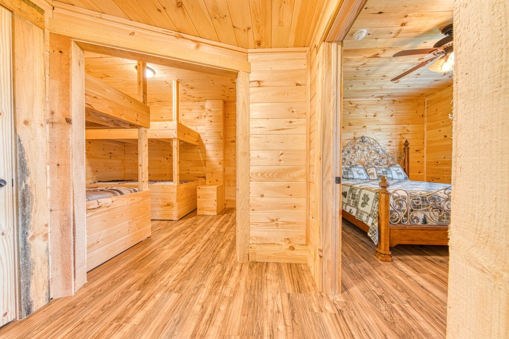 Photo of a Sevierville Cabin named Bearadise - This is the thirty-sixth photo in the set.