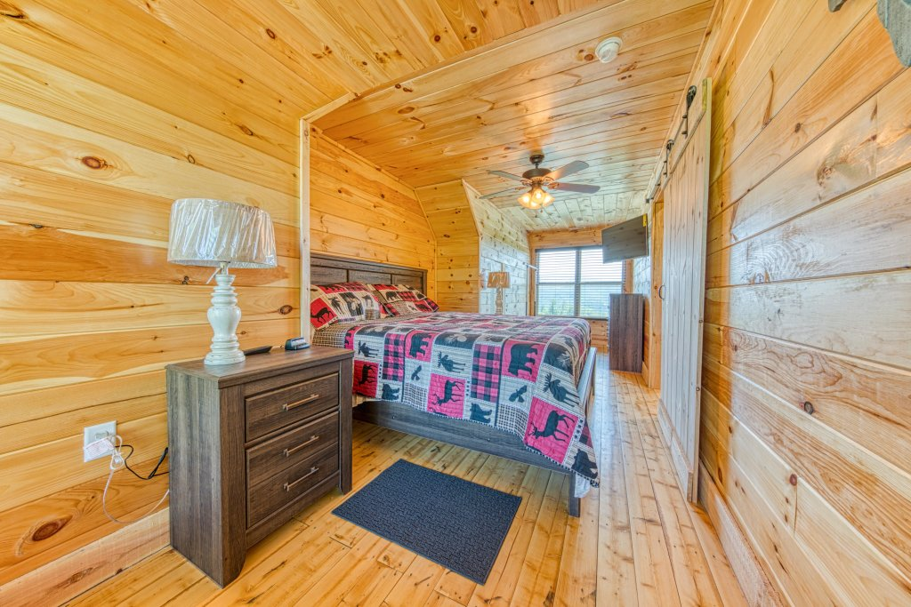 Photo of a Sevierville Cabin named Bearadise - This is the forty-seventh photo in the set.