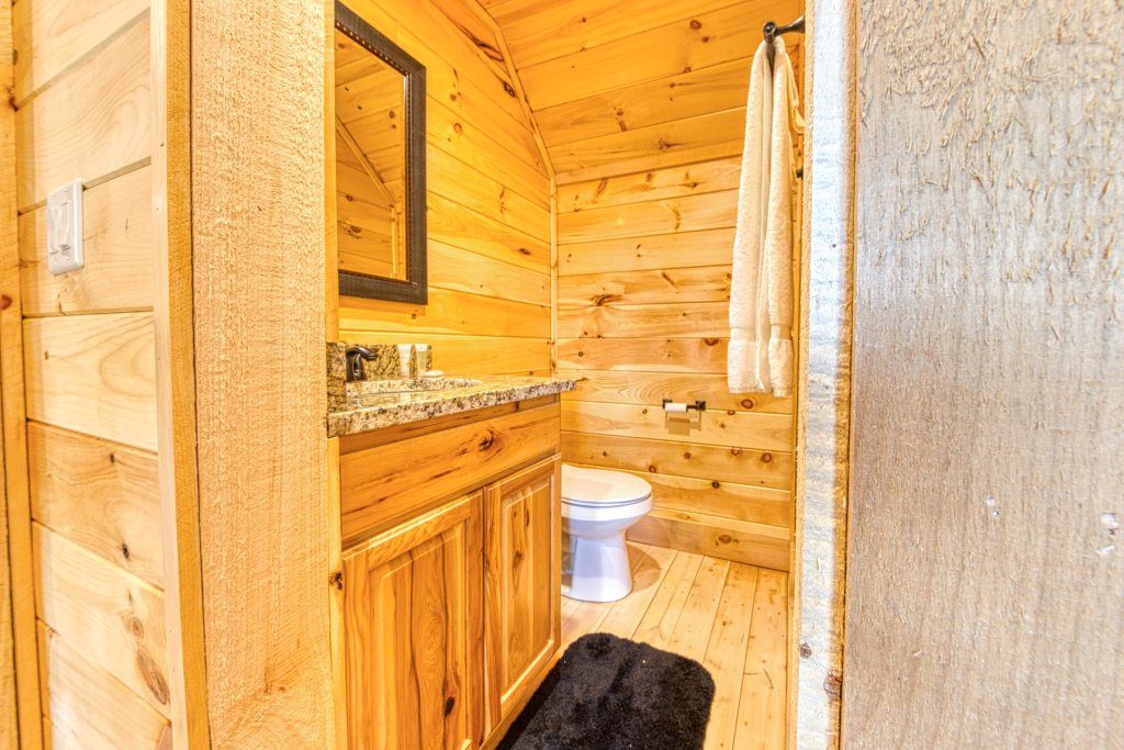 Photo of a Sevierville Cabin named Bearadise - This is the forty-ninth photo in the set.