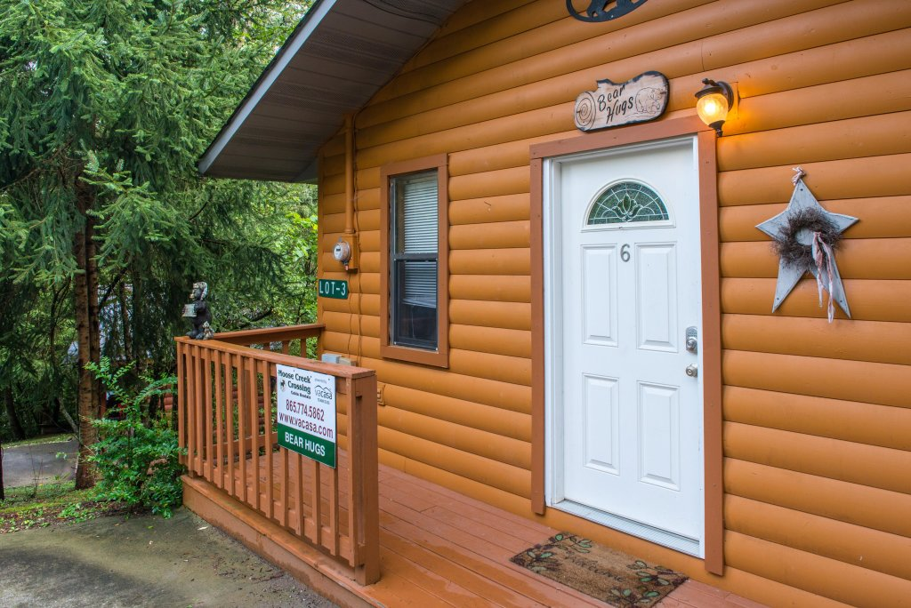 Photo of a Pigeon Forge Cabin named Bear Hugs Cabin - This is the twenty-fourth photo in the set.