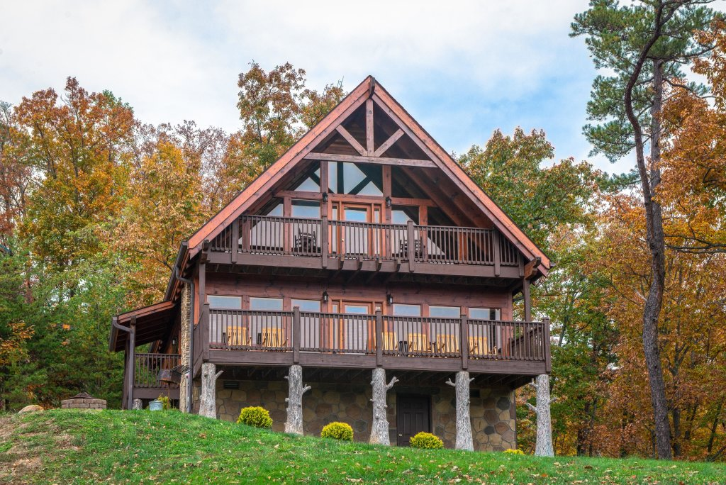 Photo of a Sevierville Cabin named The Laughing Salamander Cabin - This is the first photo in the set.