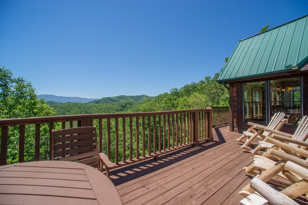 Photo of a Sevierville Cabin named Red Wolf Lodge Cabin - This is the second photo in the set.
