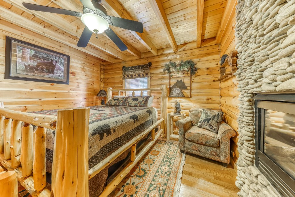 Photo of a Sevierville Cabin named Heaven On A Hill Cabin - This is the fortieth photo in the set.