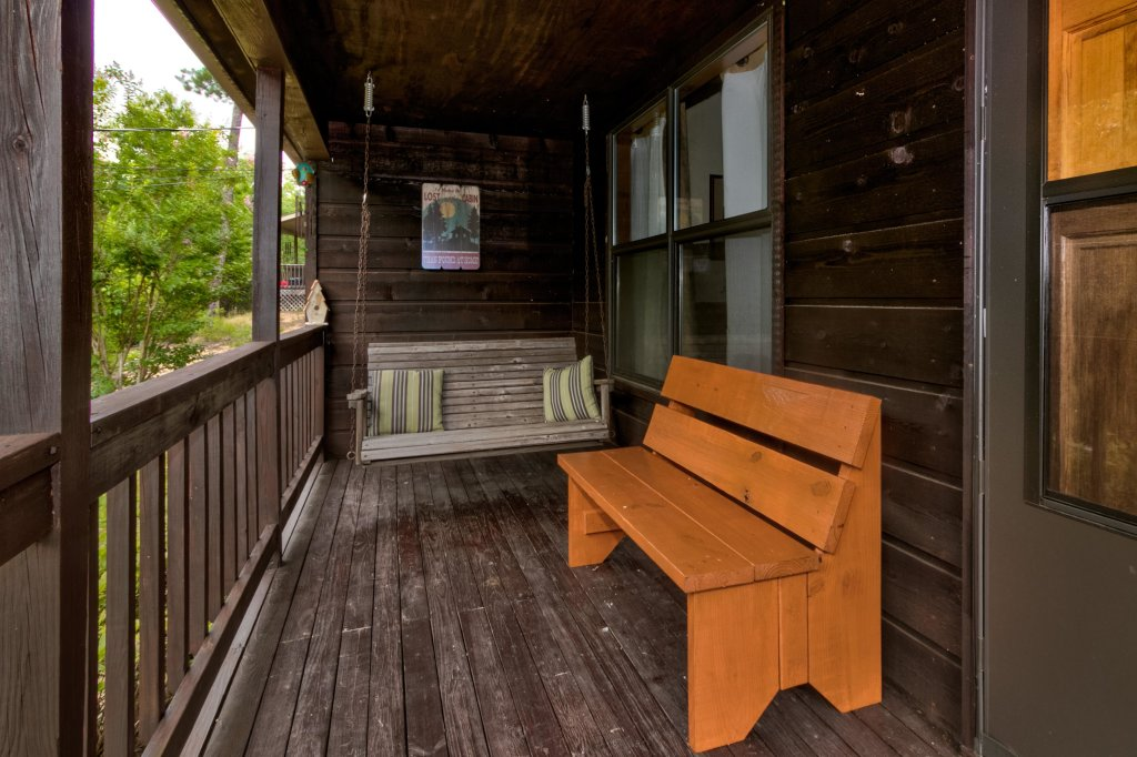 Photo of a Sevierville Cabin named Mountaintop Hideaway Cabin - This is the twentieth photo in the set.