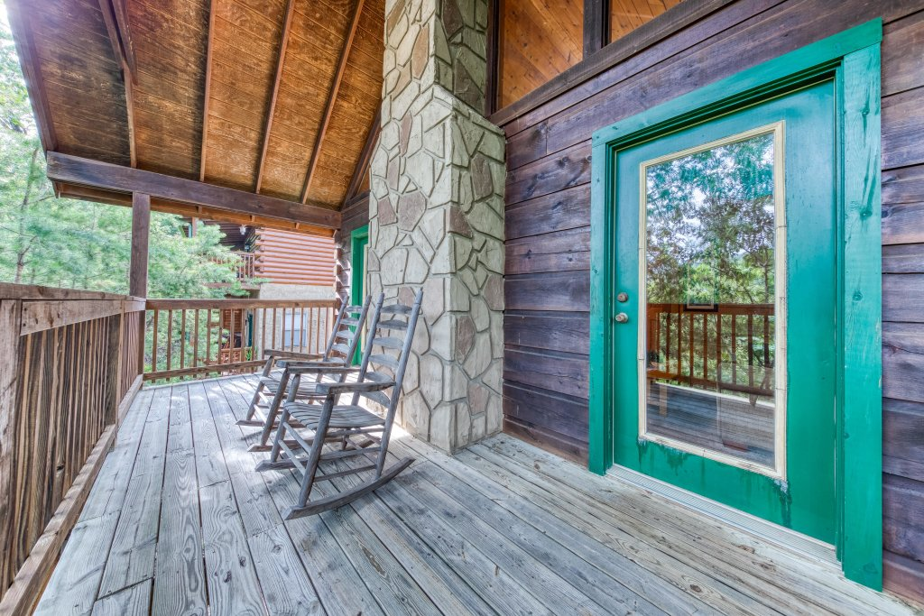 Photo of a Pigeon Forge Cabin named Arrowhead Log Cabin Resort: Wildwood Cabin - This is the twelfth photo in the set.