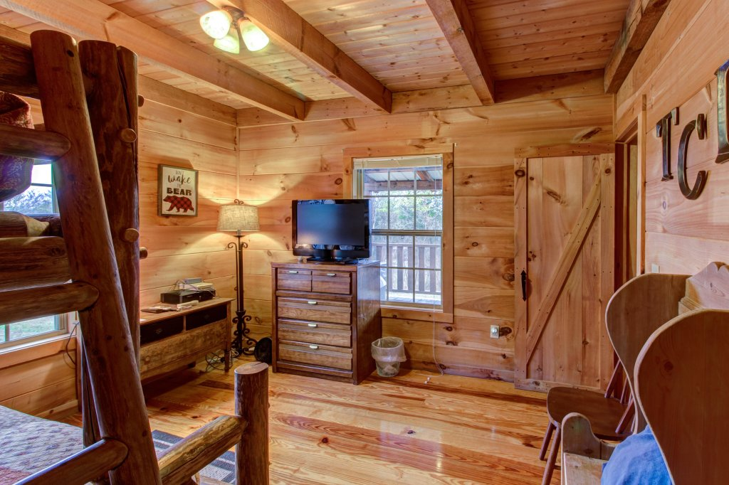 Photo of a Sevierville Cabin named Twin Cub Lodge Cabin - This is the twenty-first photo in the set.