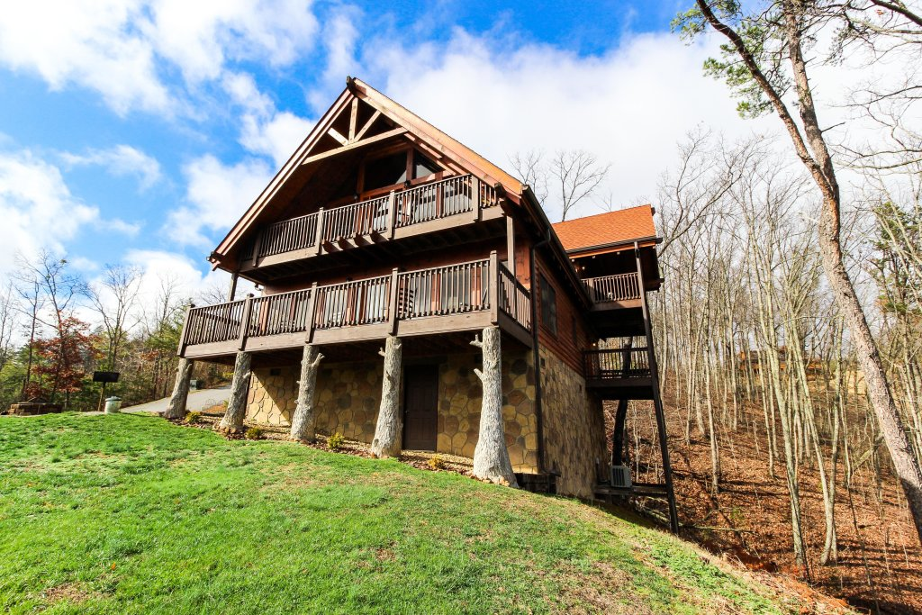 Photo of a Sevierville Cabin named The Laughing Salamander Cabin - This is the twenty-fifth photo in the set.