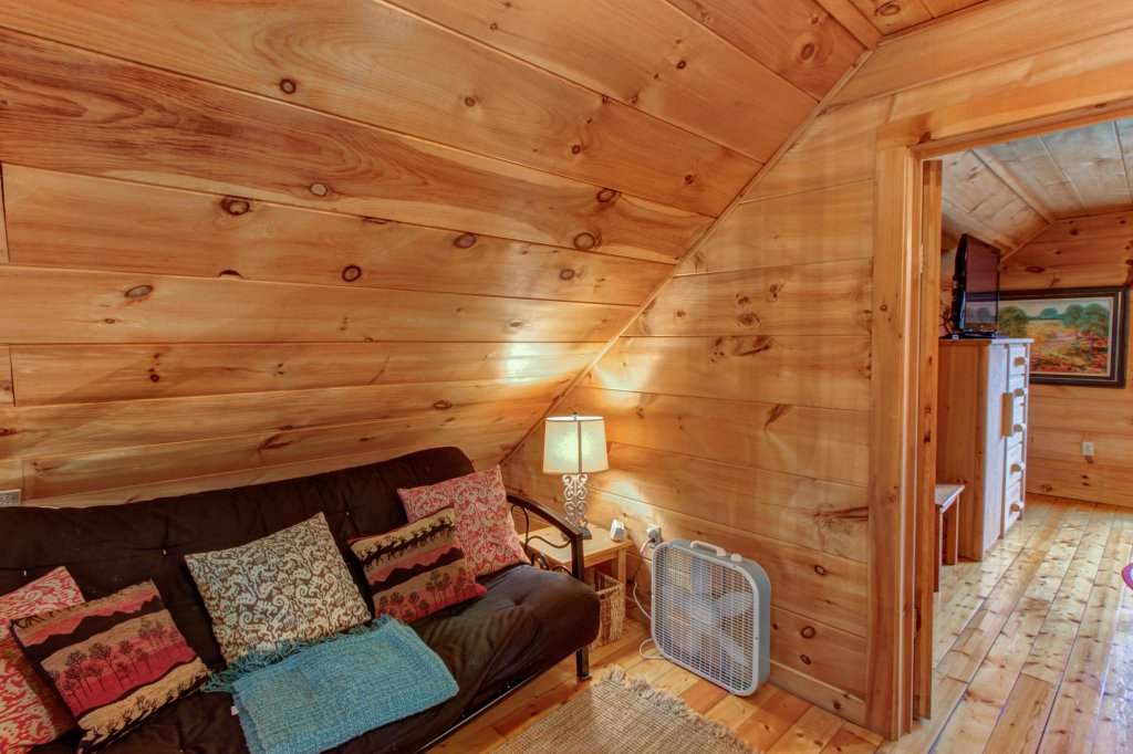 Photo of a Sevierville Cabin named Twin Cub Lodge Cabin - This is the twenty-eighth photo in the set.