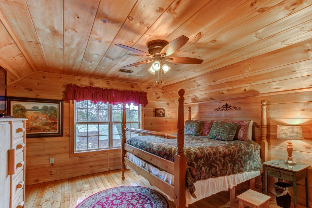 Photo of a Sevierville Cabin named Twin Cub Lodge Cabin - This is the fourteenth photo in the set.