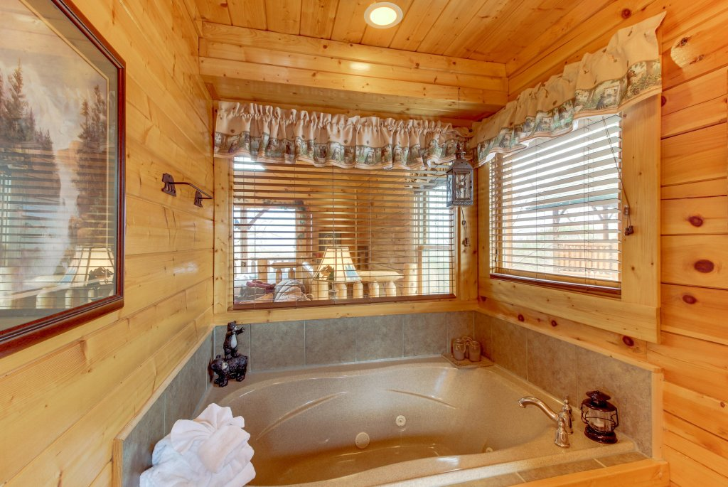 Photo of a Sevierville Cabin named Bearslide Inn Cabin - This is the thirteenth photo in the set.
