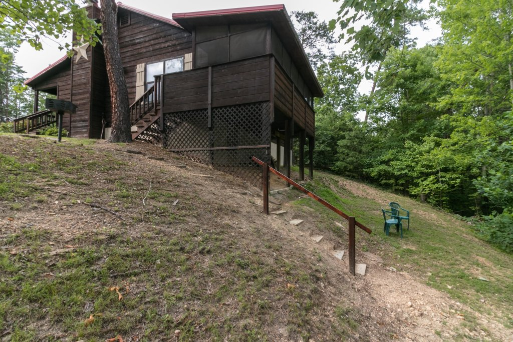 Photo of a Sevierville Cabin named Mountaintop Hideaway Cabin - This is the twenty-fourth photo in the set.