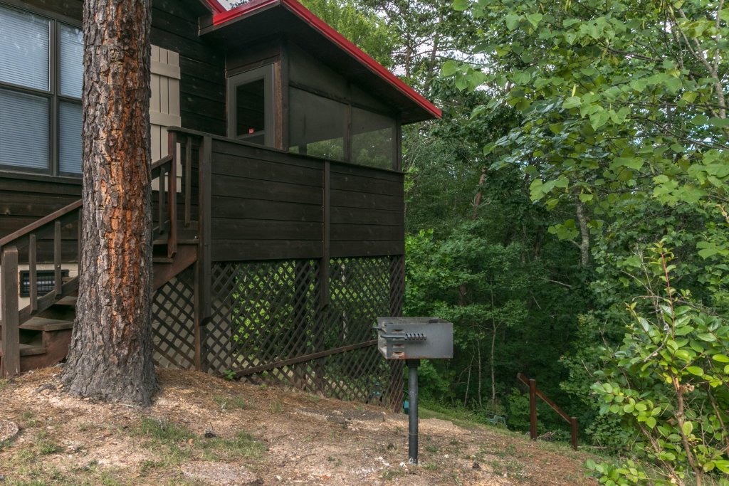 Photo of a Sevierville Cabin named Mountaintop Hideaway Cabin - This is the seventh photo in the set.