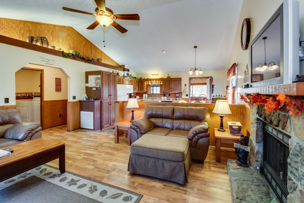 Photo of a Sevierville Cabin named Mountaintop Hideaway Cabin - This is the tenth photo in the set.