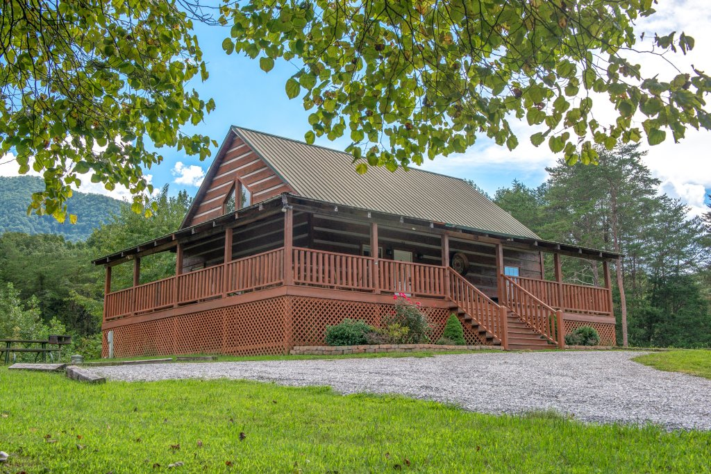 Photo of a Sevierville Cabin named Twin Cub Lodge Cabin - This is the first photo in the set.