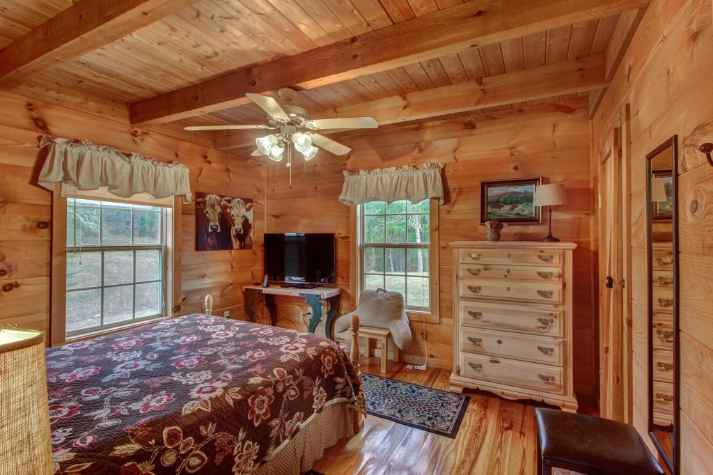 Photo of a Sevierville Cabin named Twin Cub Lodge Cabin - This is the thirtieth photo in the set.