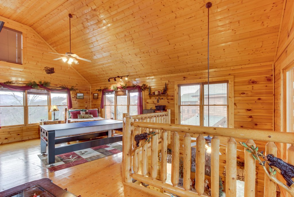 Photo of a Sevierville Cabin named Bearslide Inn Cabin - This is the twenty-seventh photo in the set.