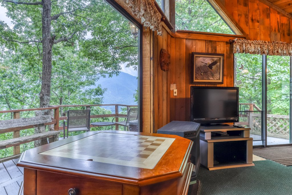 Photo of a Sevierville Cabin named Mockingbird's View Cabin - This is the sixth photo in the set.