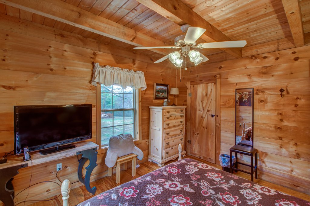 Photo of a Sevierville Cabin named Twin Cub Lodge Cabin - This is the eighteenth photo in the set.