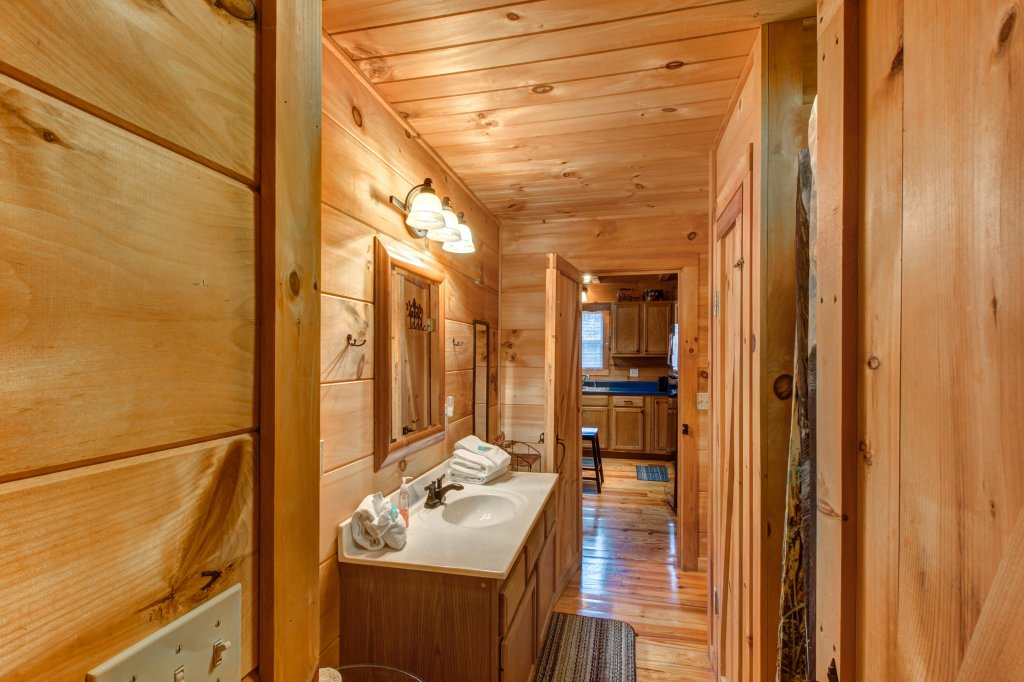Photo of a Sevierville Cabin named Twin Cub Lodge Cabin - This is the twenty-second photo in the set.