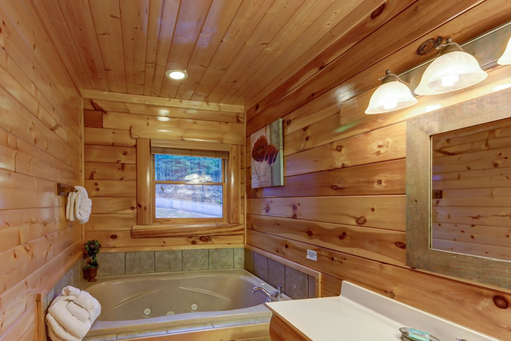 Photo of a Sevierville Cabin named Mountain Escape Cabin - This is the fourteenth photo in the set.