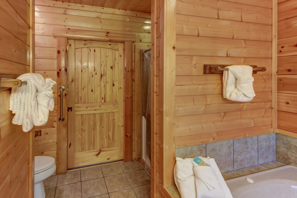 Photo of a Sevierville Cabin named Mountain Escape Cabin - This is the thirty-seventh photo in the set.