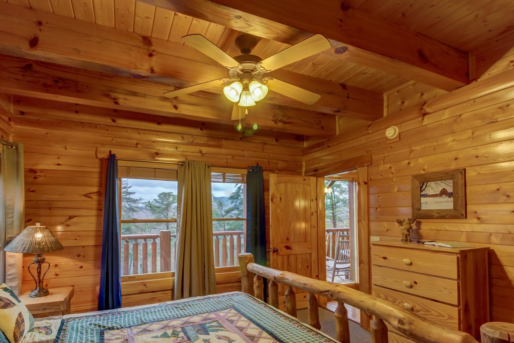 Photo of a Sevierville Cabin named Mountain Escape Cabin - This is the thirty-second photo in the set.
