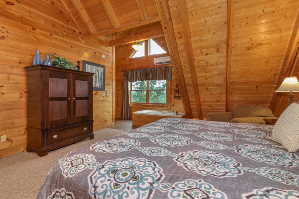 Photo of a Sevierville Cabin named Tranquility Vista - This is the thirty-sixth photo in the set.
