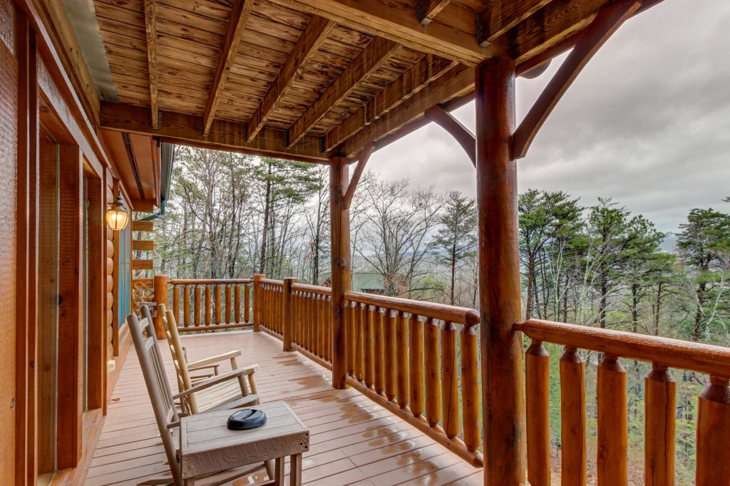 Photo of a Sevierville Cabin named Mountain Escape Cabin - This is the fifth photo in the set.
