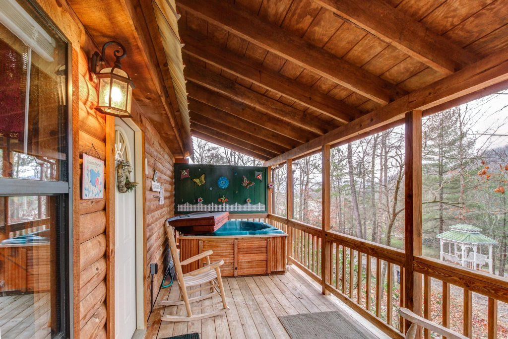 Photo of a Sevierville Cabin named Bear Haven Cabin - This is the third photo in the set.