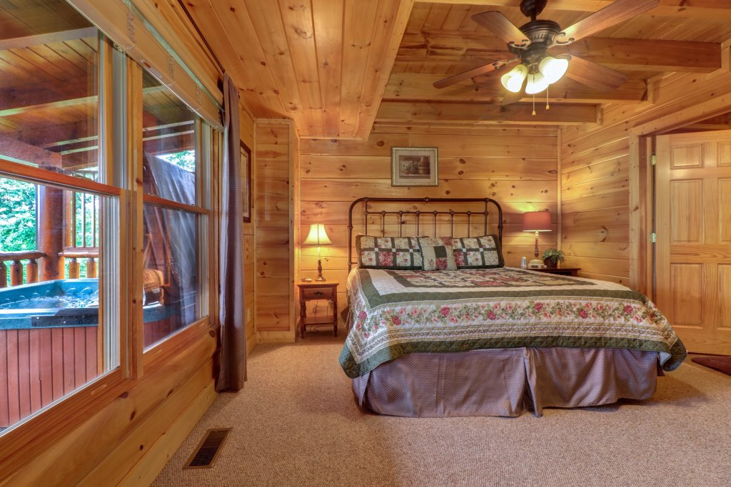 Photo of a Sevierville Cabin named Tranquility Vista - This is the seventeenth photo in the set.