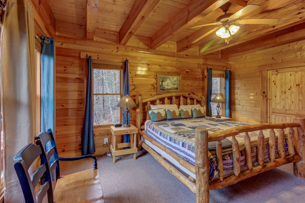 Photo of a Sevierville Cabin named Mountain Escape Cabin - This is the thirty-fourth photo in the set.