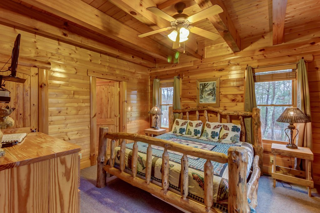 Photo of a Sevierville Cabin named Mountain Escape Cabin - This is the twelfth photo in the set.