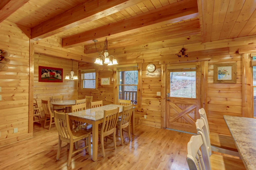 Photo of a Sevierville Cabin named Mountain Escape Cabin - This is the seventh photo in the set.