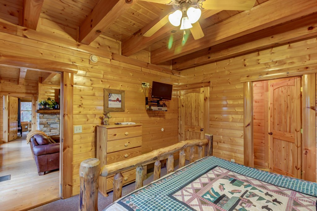 Photo of a Sevierville Cabin named Mountain Escape Cabin - This is the thirteenth photo in the set.