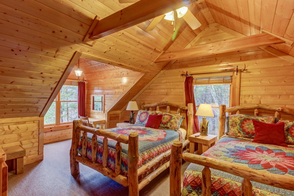Photo of a Sevierville Cabin named Mountain Escape Cabin - This is the thirty-eighth photo in the set.