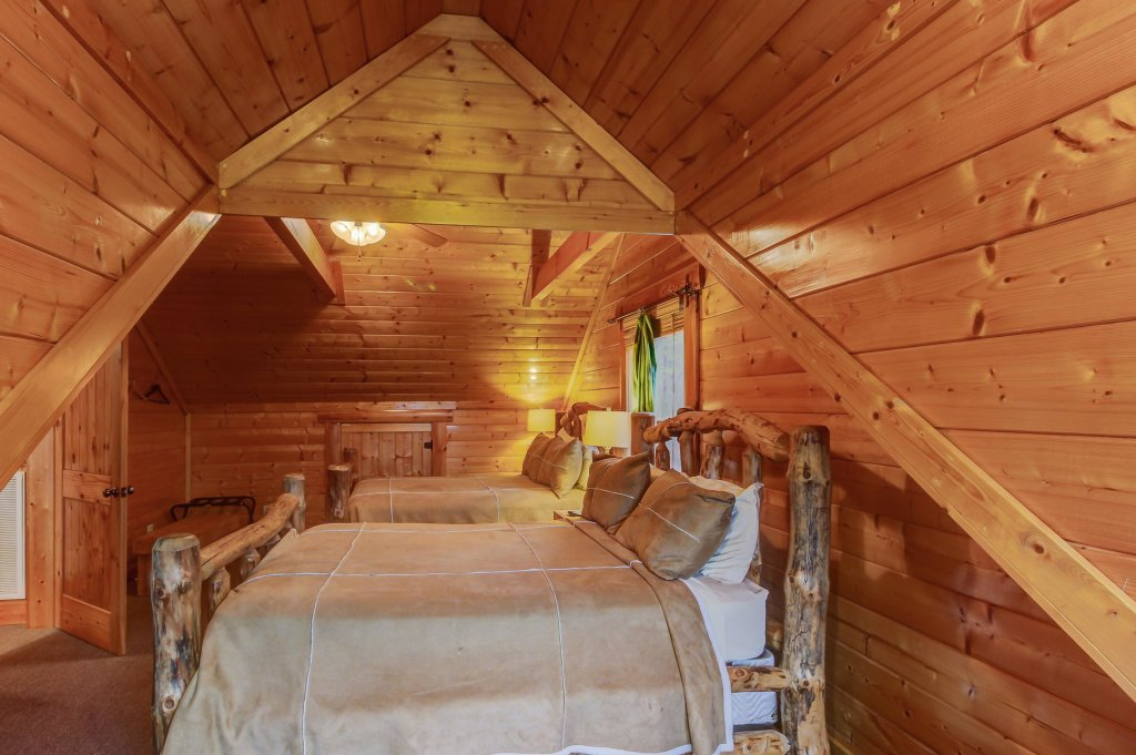 Photo of a Sevierville Cabin named Mountain Escape Cabin - This is the thirty-sixth photo in the set.