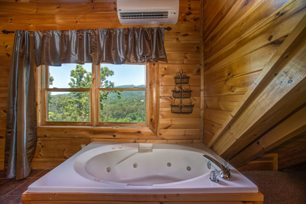 Photo of a Sevierville Cabin named Tranquility Vista - This is the fourteenth photo in the set.