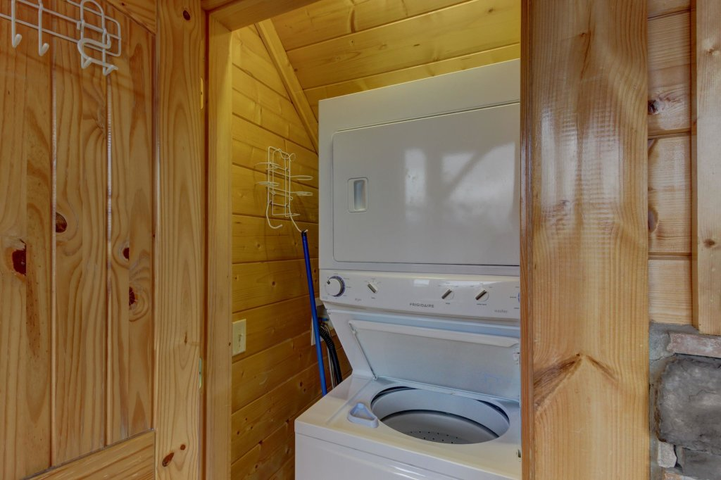 Photo of a Sevierville Cabin named Mountain Escape Cabin - This is the forty-second photo in the set.