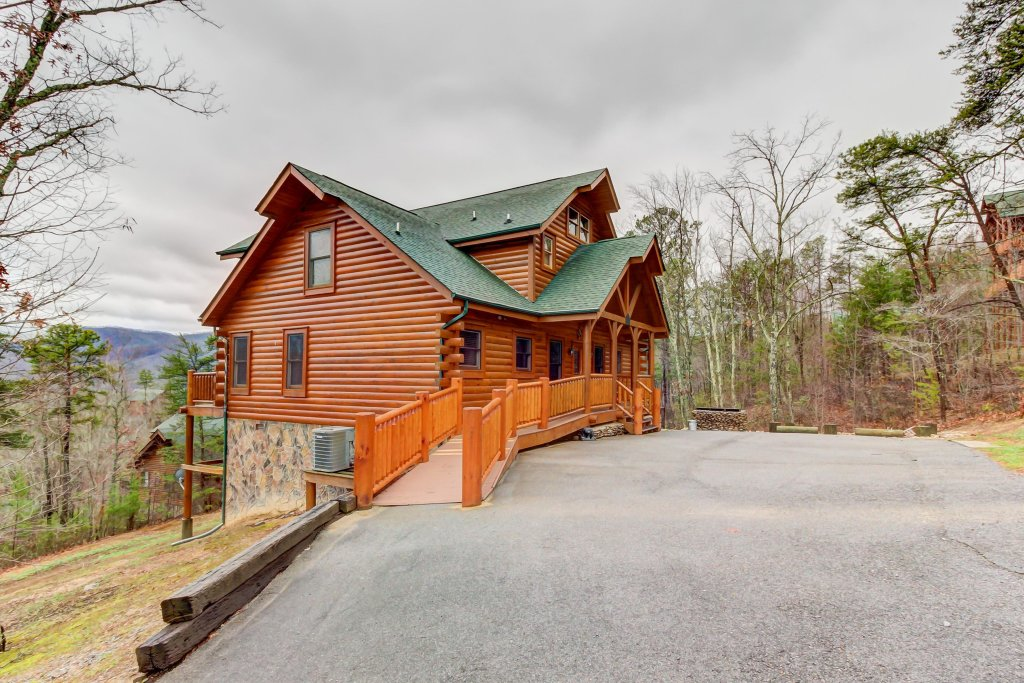 Photo of a Sevierville Cabin named Mountain Escape Cabin - This is the forty-third photo in the set.