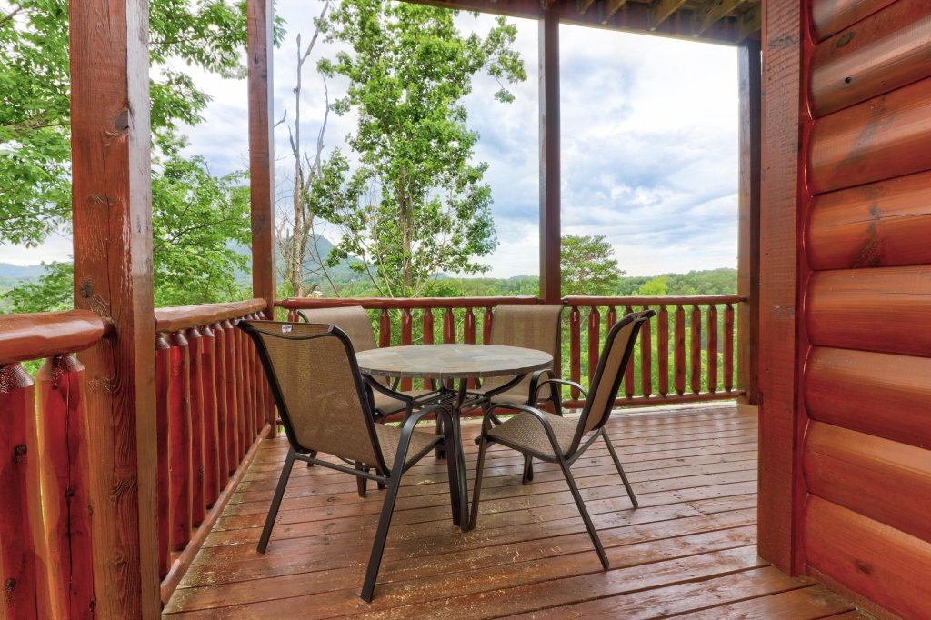 Photo of a Sevierville Cabin named Tranquility Vista - This is the forty-second photo in the set.