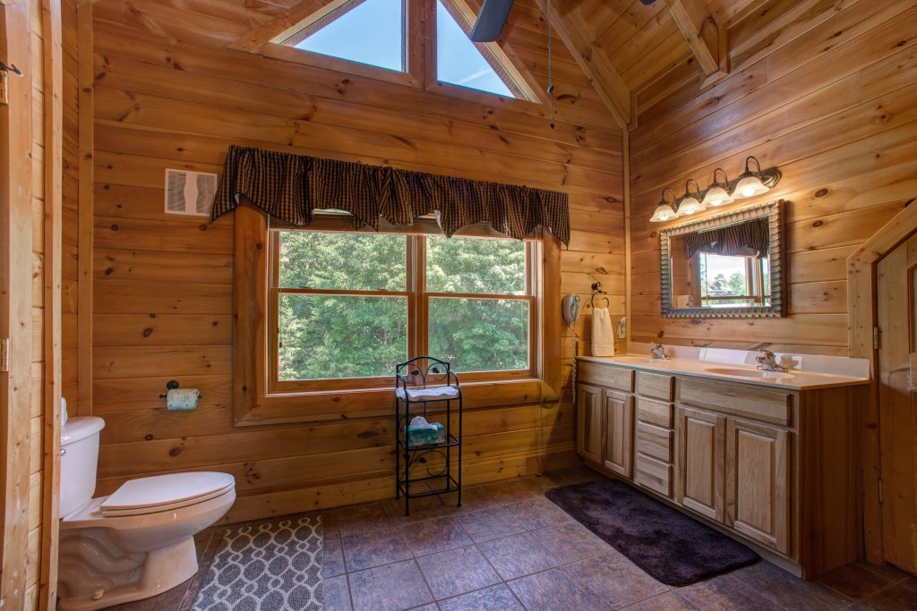 Photo of a Sevierville Cabin named Tranquility Vista - This is the thirty-seventh photo in the set.