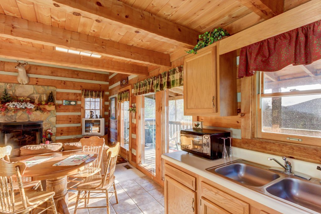 Photo of a Sevierville Cabin named Misty View Cabin - This is the twelfth photo in the set.