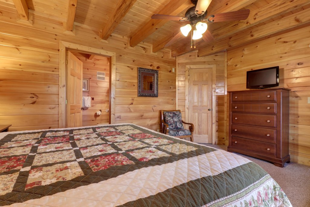 Photo of a Sevierville Cabin named Tranquility Vista - This is the fortieth photo in the set.